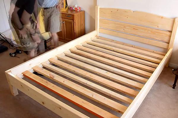 Кровать своими руками из дерева с ящиками видео