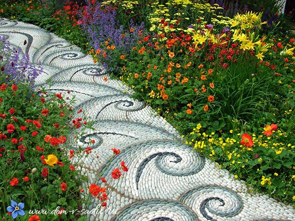 Дорожка мозаика в саду
