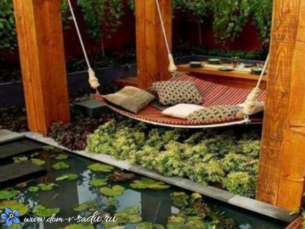 место отдыха в саду