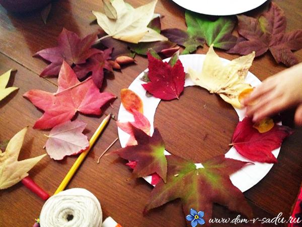 как сделать венок из осенних листьев