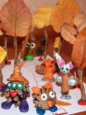 поделки из осенних листьев и шишек на выставку на тему Осень