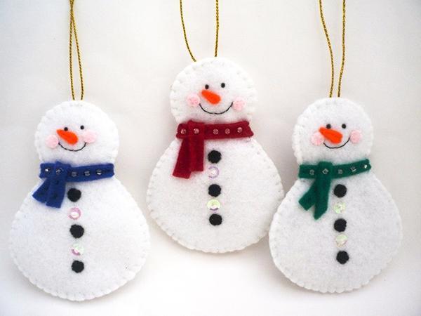 простой снеговик из фетра