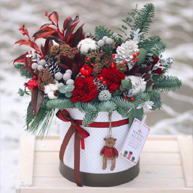 флористическая новогодняя композиция